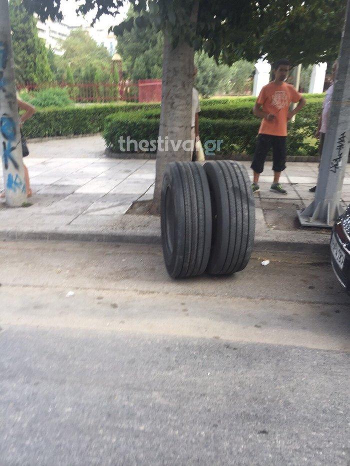 Εφυγε τροχός από λεωφορείο και τραυμάτισε πεζο! - εικόνα 3