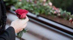 Εγινε και αυτό: «Σκοτώθηκαν» πάνω από τον νεκρό για τον τάφο