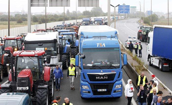 Γάλλοι αγρότες με τρακτέρ ζητούν να κλείσει το Καλαί-Δείτε φωτογραφίες - εικόνα 2