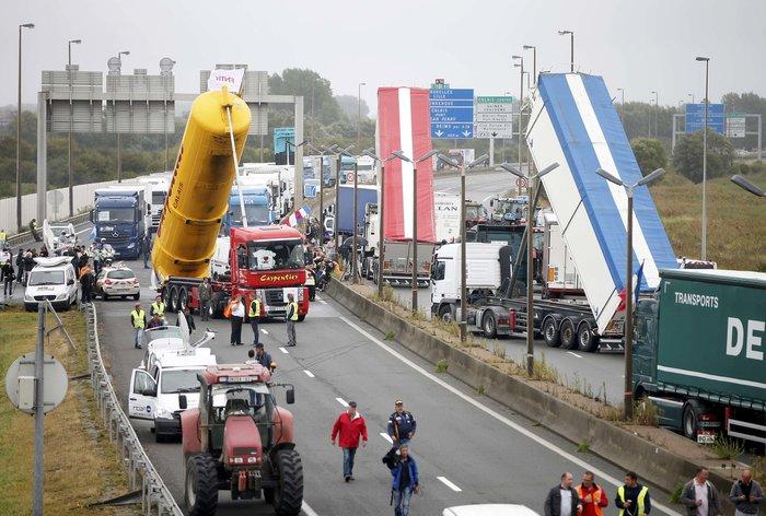 Γάλλοι αγρότες με τρακτέρ ζητούν να κλείσει το Καλαί-Δείτε φωτογραφίες - εικόνα 3