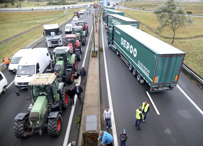 Γάλλοι αγρότες με τρακτέρ ζητούν να κλείσει το Καλαί-Δείτε φωτογραφίες - εικόνα 6