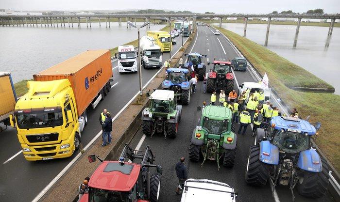 Γάλλοι αγρότες με τρακτέρ ζητούν να κλείσει το Καλαί-Δείτε φωτογραφίες - εικόνα 5
