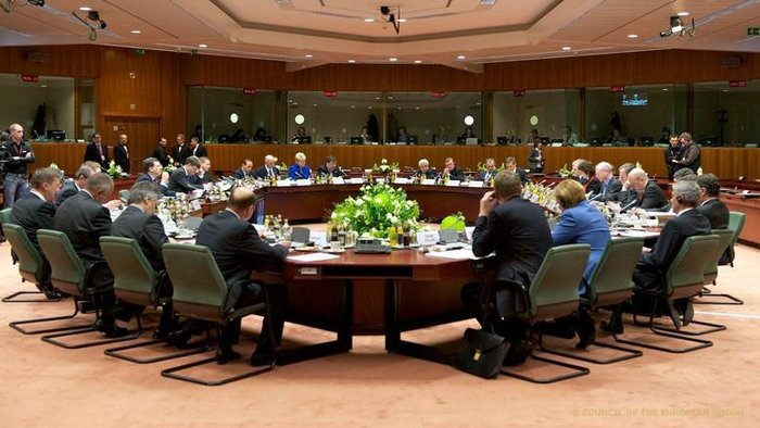 Ευρωπαίοι διπλωμάτες τόνιζαν στην Handelsblatt πως η Αθήνα κινείται με αργούς ρυθμούς στην ιδιωτικοποίηση κρατικών περιουσιακών στοιχείων και κατέληγαν πως η Ευρωζώνη δεν θα απελευθερώσει επιπλέον χρήματα για την Ελλάδα στο προσεχές Eurogroup της Μπρατισλάβα.