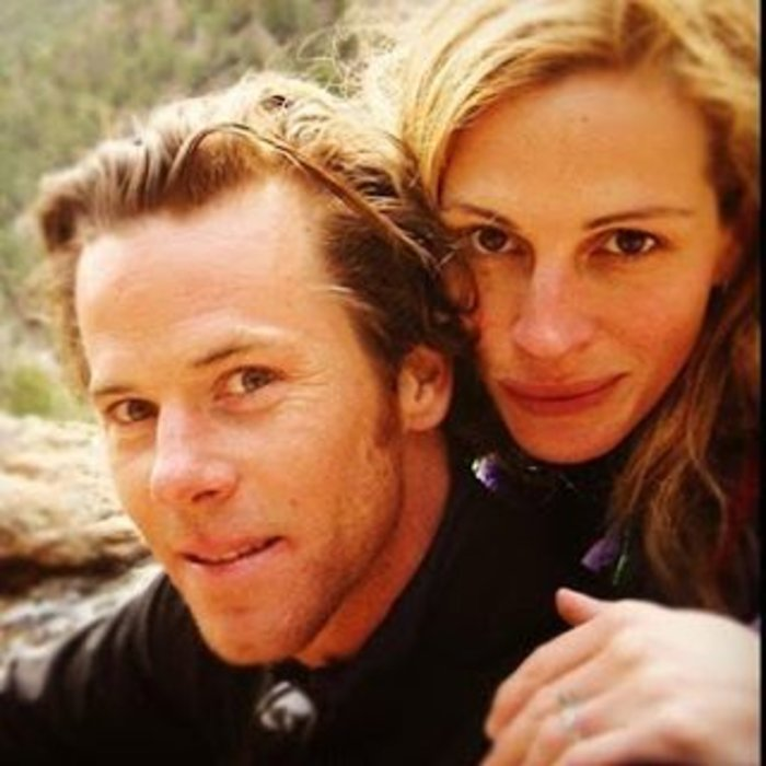 Η Τζούλια Ρόμπερτς με τον σύζυγό της