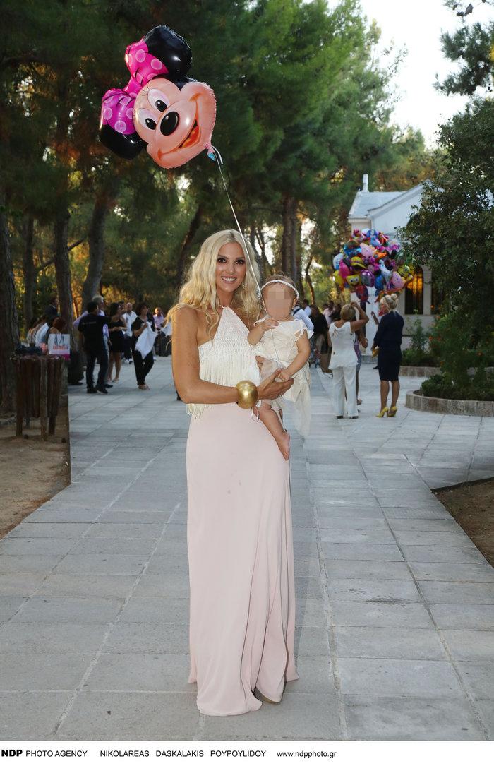 1b2cc5aa6c8 Η boho βάπτιση της κόρης Ελληνίδας τραγουδίστριας |thetoc.gr