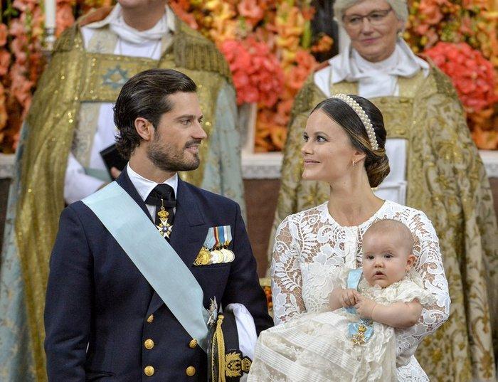 Η Σουηδία βάφτισε τον μικρό της πρίγκιπα σε live μετάδοση [Εικόνες] - εικόνα 3