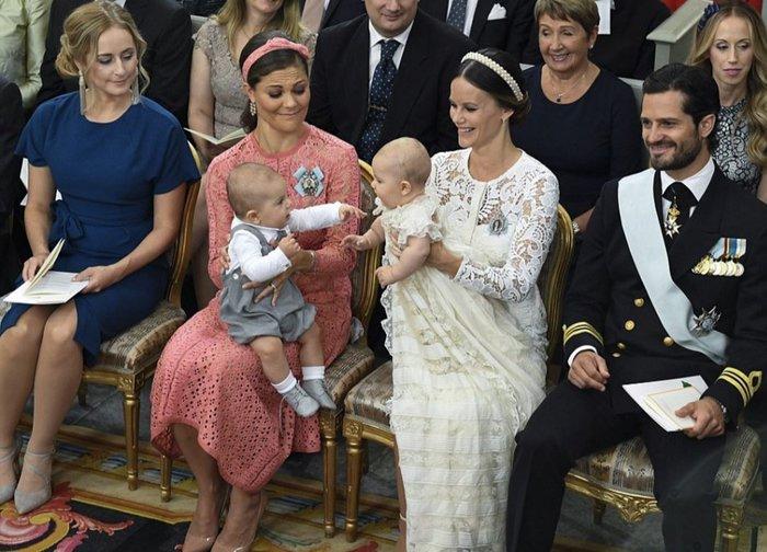 Η Σουηδία βάφτισε τον μικρό της πρίγκιπα σε live μετάδοση [Εικόνες] - εικόνα 4