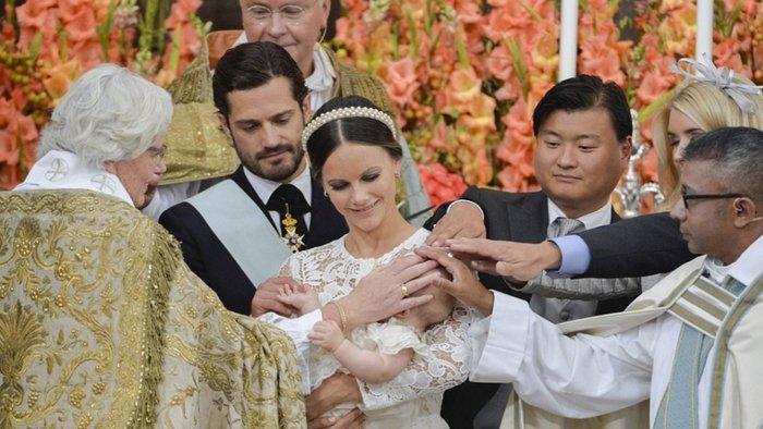 Η Σουηδία βάφτισε τον μικρό της πρίγκιπα σε live μετάδοση [Εικόνες] - εικόνα 5