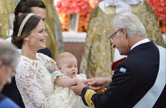 Η Σουηδία βάφτισε τον μικρό της πρίγκιπα σε live μετάδοση [Εικόνες] - εικόνα 6