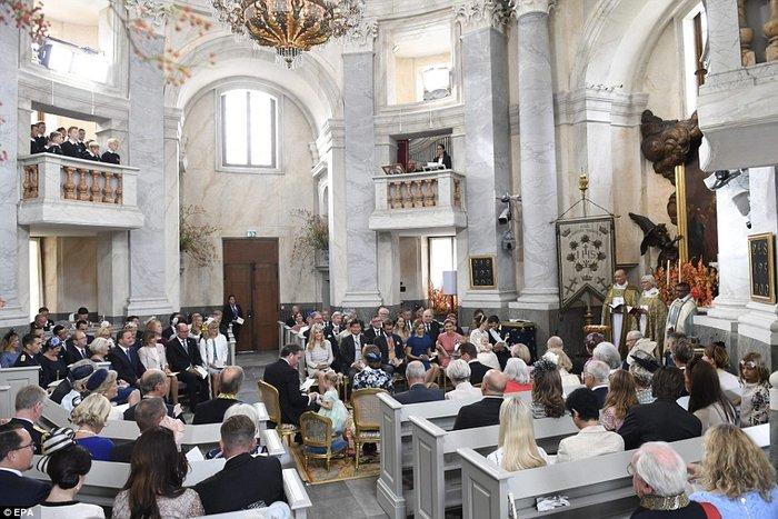 Η Σουηδία βάφτισε τον μικρό της πρίγκιπα σε live μετάδοση [Εικόνες]