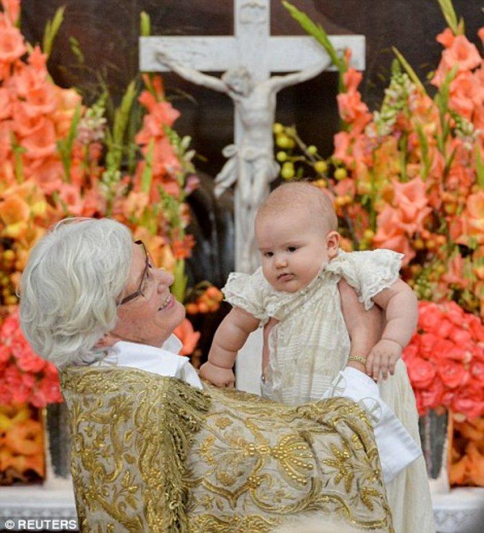 Η Σουηδία βάφτισε τον μικρό της πρίγκιπα σε live μετάδοση [Εικόνες] - εικόνα 2