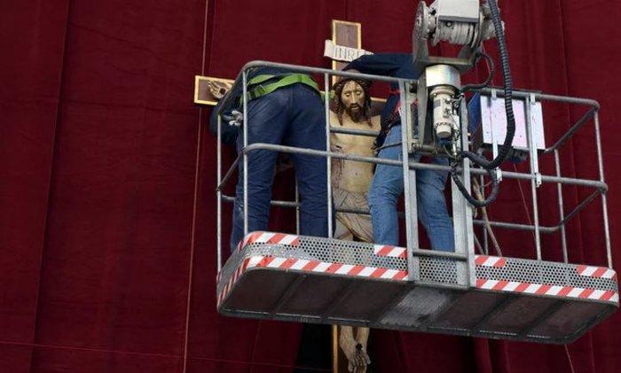 Μια ομάδα 80 εργατών στη συντήρηση των θησαυρών του Βατικανού
