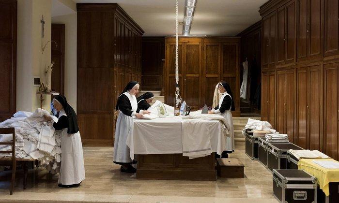 Εικόνα με μοναχές στα άδυτα του Βατικανού