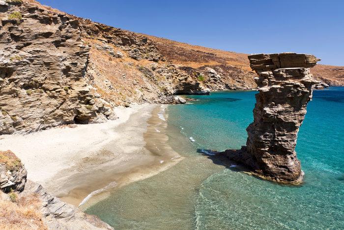 Ύμνοι της Vogue: Μην προσπερνάτε αυτά τα 3 ελληνικά νησιά! Ποιά είναι;