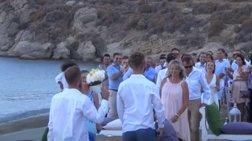 Πρώτος gay γάμος στη Μύκονο: Πέταξαν και ανθοδέσμη