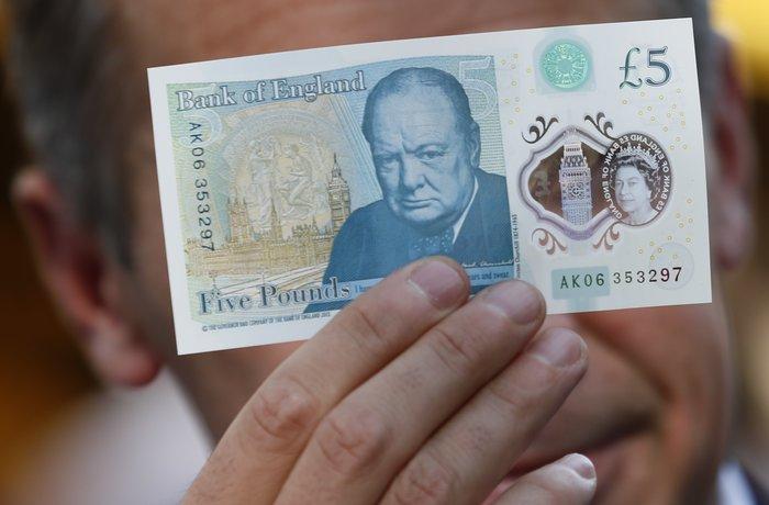 Αυτά είναι τα νέα πλαστικά χαρτονομίσματα της Βρετανίας