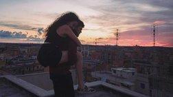H oμορφιά του νεανικού έρωτα μέσα από μία σειρά φωτογραφιών