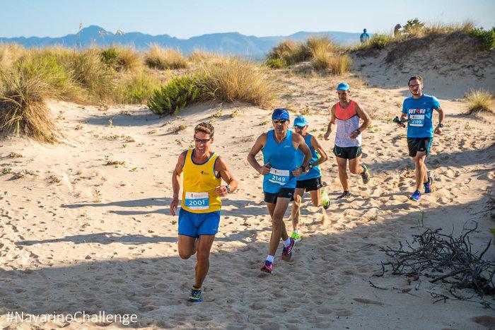 Πέρασμα του Κωνσταντίνου Καρνάζη και των συμμετεχόντων του Navarino Challenge από την παραλία της Βοϊδοκοιλιάς (photo credit: Elias Lefas)