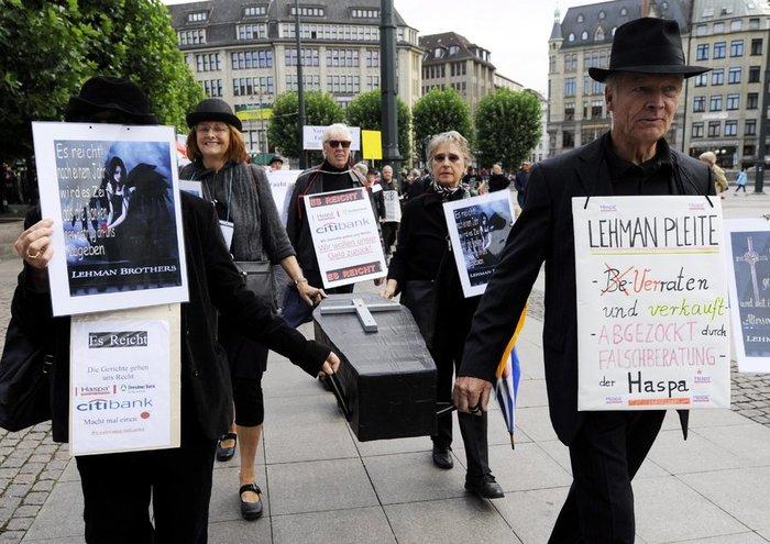 Οκτώ χρόνια από την κατάρρευση της Lehman Brothers - εικόνα 2