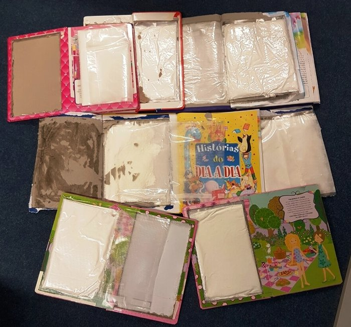 Έκρυβε 3,5 κιλά κοκαΐνη μέσα σε ...παιδικά βιβλία [εικόνες]