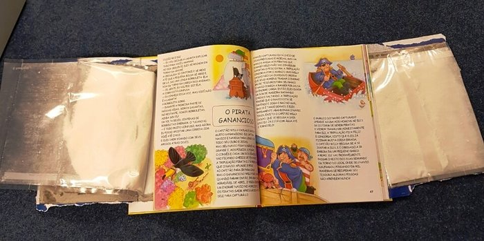 Έκρυβε 3,5 κιλά κοκαΐνη μέσα σε ...παιδικά βιβλία [εικόνες] - εικόνα 2