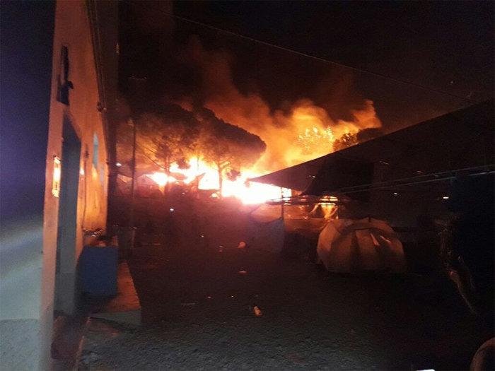 Λέσβος: Χάος στο hotspot της Μόριας μετά την εξέγερση μεταναστών - εικόνα 8