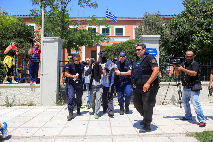 Δεν πήραν πολιτικό άσυλο οι τρεις Τούρκοι στρατιωτικοί