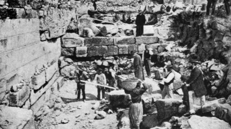 i-akropoli-ferei-akomiixni-katastrofis-apo-to-480-p-x-kai-tous-perses