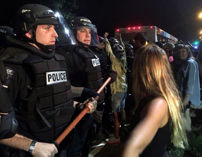 Οδομαχίες στη Β. Καρολίνα για τον θάνατο αφροαμερικανού από αστυνομικούς