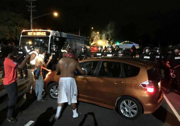 Οδομαχίες στη Β. Καρολίνα για τον θάνατο αφροαμερικανού από αστυνομικούς - εικόνα 4