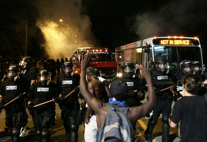 Οδομαχίες στη Β. Καρολίνα για τον θάνατο αφροαμερικανού από αστυνομικούς - εικόνα 5