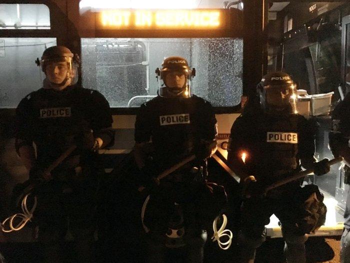 Οδομαχίες στη Β. Καρολίνα για τον θάνατο αφροαμερικανού από αστυνομικούς - εικόνα 7