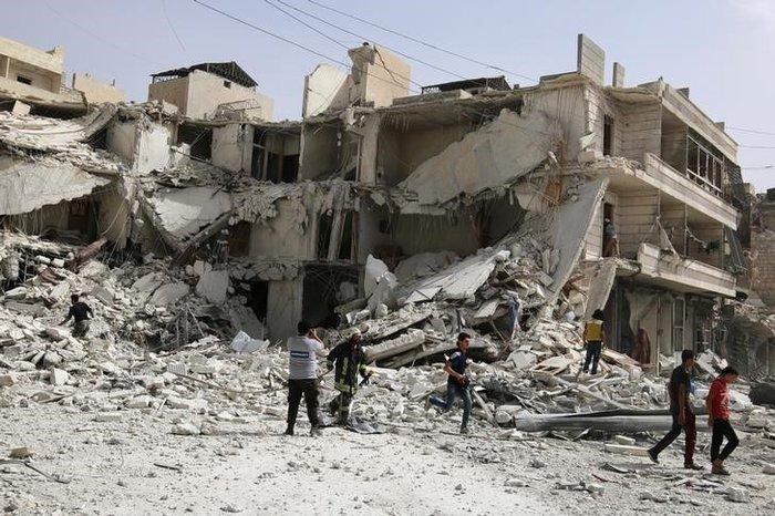 Συρία: Στις φλόγες το Χαλέπι μετά το νέο σφυροκόπημα