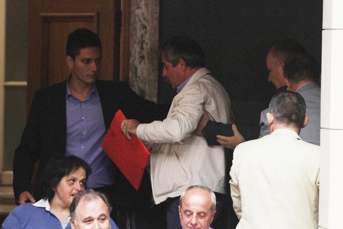 Σφυροκόπημα στη Βουλή για ΔΕΚΟ,κανάλια & Καλογρίτσα