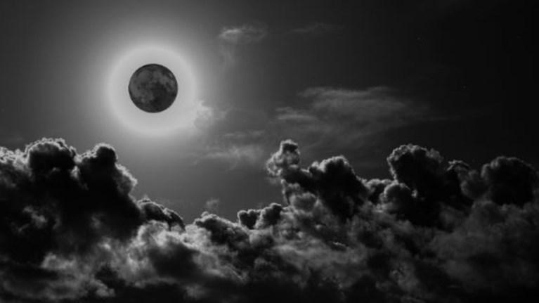 Το φαινόμενο και οι θρύλοι για το μαύρο φεγγάρι