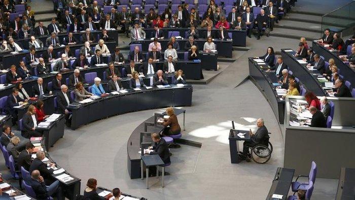 Πλήθος γερμανών συντηρητικών βουλευτών εκφράζουν την ανησυχία τους για το ελληνικό ζήτημα, ζητώντας μια δέσμευση από το ΔΝΤ ότι θα συμμετάσχει στο ελληνικό πρόγραμμα