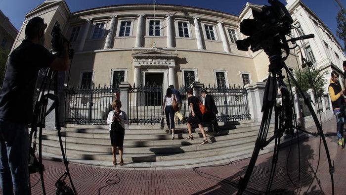Ουδείς γνωρίζει πότε θα συγκληθεί εκ νέου η διάσκεψη της Ολομέλειας του ΣτΕ, καθώς ο Ν. Σακελλαρίου επικαλέστηκε το κλίμα που έχει διαμορφωθεί από δημόσιες τοποθετήσεις και εκδηλώσεις ως προς την έκβαση της διάσκεψης