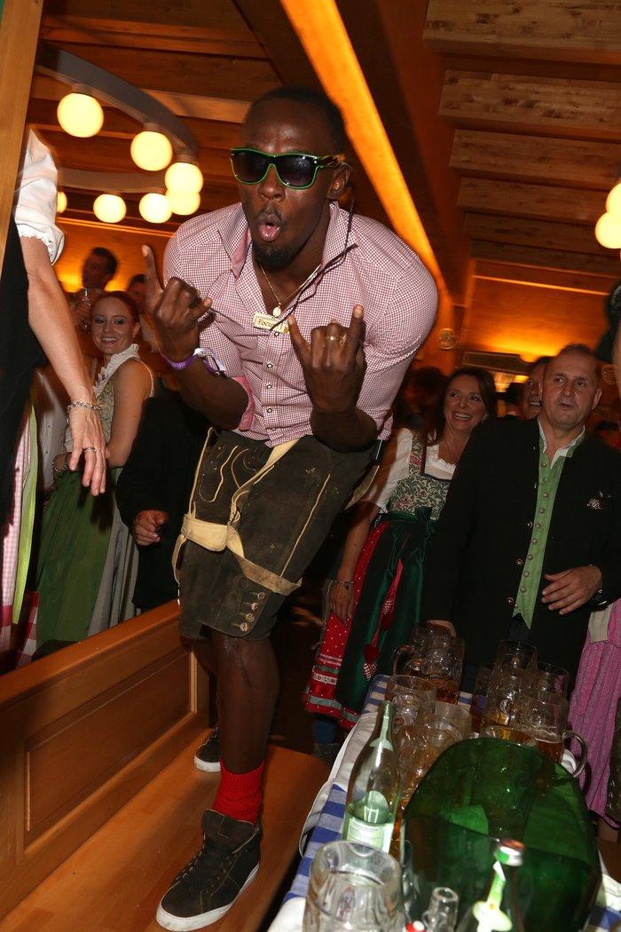Ο Μπολτ τα δίνει όλα στο Oktoberfest.Φλερτ και χορός μέχρι τελικής πτώσης - εικόνα 4