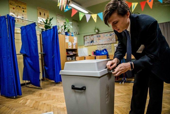 «Σνομπάρουν» οι Ούγγροι τον Όρμπαν και το δημοψήφισμα