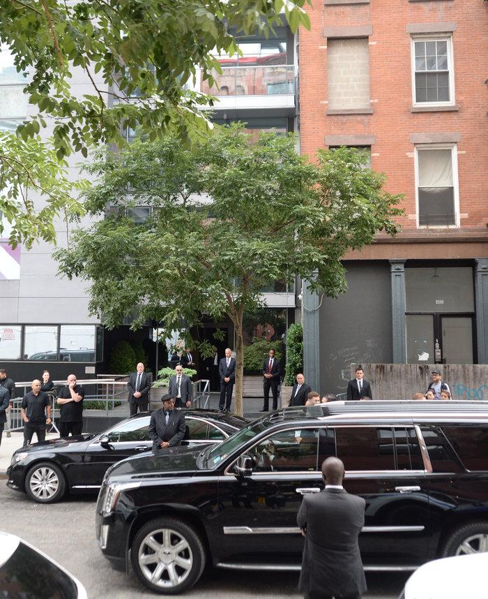 Η Καρντάσιαν φτάνει στο διαμέρισμά της στη Νέα Υόρκη