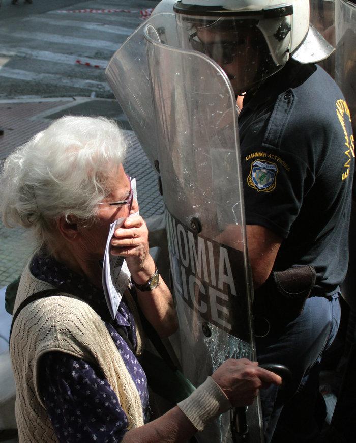 Η απολογία του αστυνομικού που «ψέκασε» συνταξιούχους