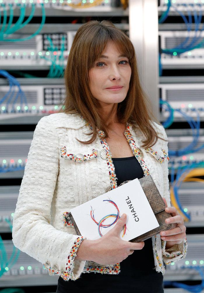Ελαμψε στην πασαρέλα του οίκου Chanel η Κάρλα Μπρούνι - εικόνα 3