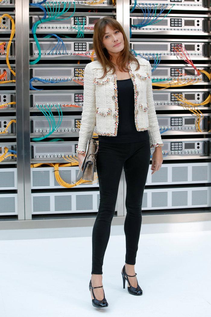 Ελαμψε στην πασαρέλα του οίκου Chanel η Κάρλα Μπρούνι - εικόνα 4