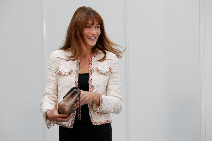 Ελαμψε στην πασαρέλα του οίκου Chanel η Κάρλα Μπρούνι - εικόνα 5