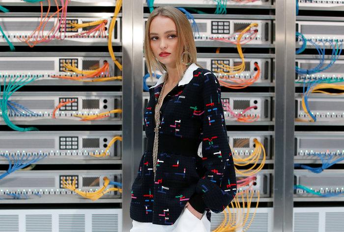 Ελαμψε στην πασαρέλα του οίκου Chanel η Κάρλα Μπρούνι - εικόνα 11