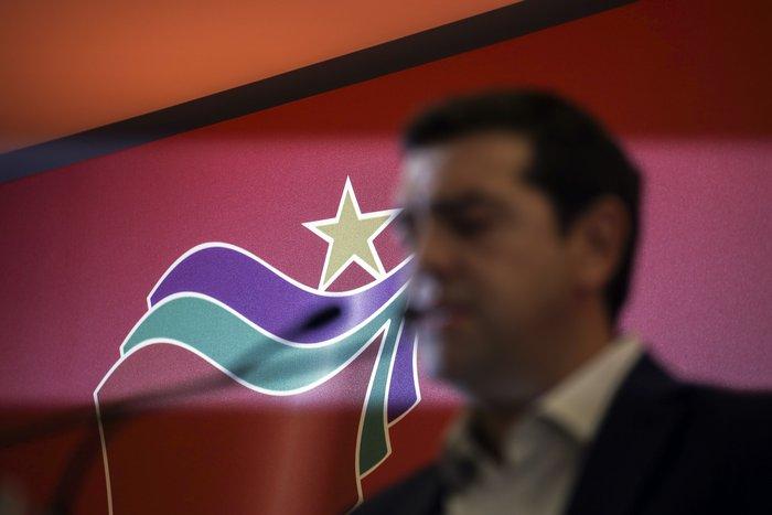 Το πολιτικό κεφάλαιο του Αλέξη Τσίπρα είναι πολύ πιο περιορισμένο από ότι ήταν στο παρελθόν, εκτιμά το Eurouintelligence