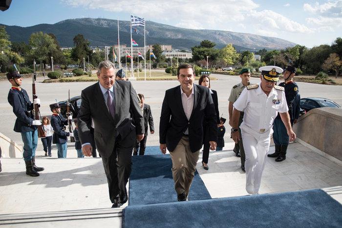Τσίπρας & Καμμένος μαζί επιβλέπουν τον Παρμενίωνα δείτε φωτό - εικόνα 2