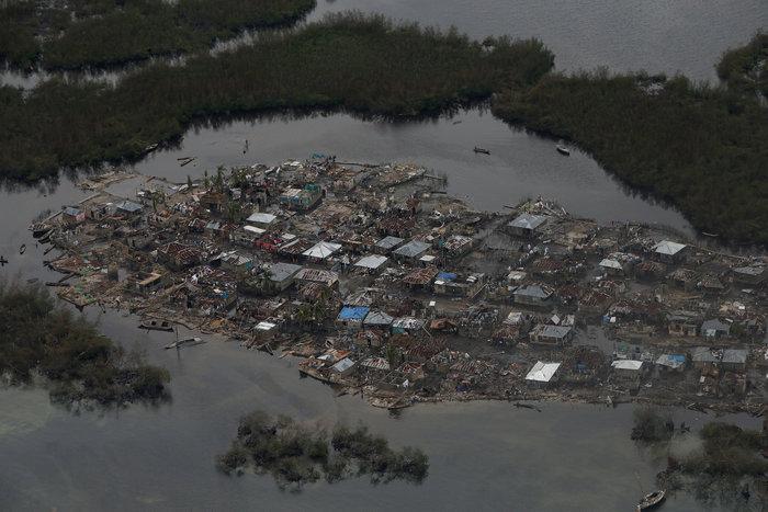 NASA: Η θέα από το διάστημα, ενώ ο τυφώνας Μάθιου σφυροκοπεί τις Μπαχάμες