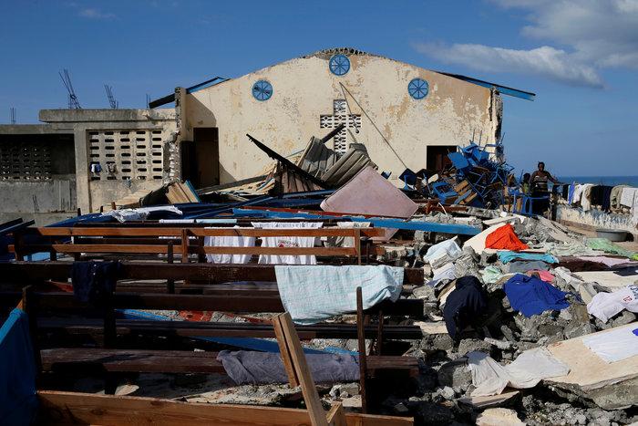 Εξασθενημένος συνεχίζει την προέλαση ο τυφώνας Μάθιου στις ανατολικές ΗΠΑ - εικόνα 4