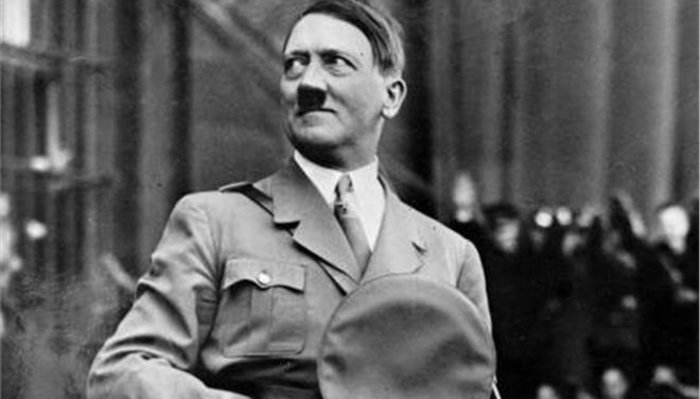 Η πρώτη βιογραφία του Χίτλερ που τον συνέκρινε με τον Ιησού